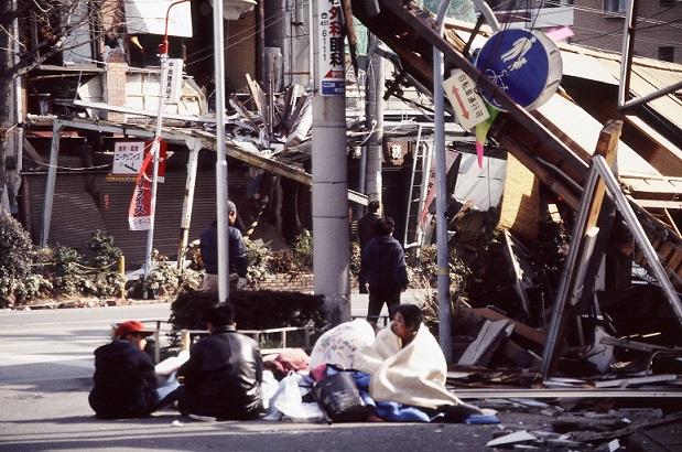 阪神淡路大震災と東日本大震災から学ぶ3つの教訓 | 高橋家のカンパン ...